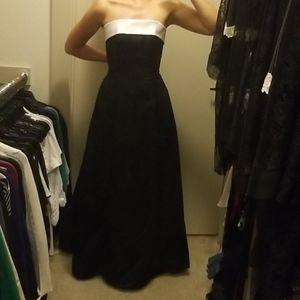 Dresses & Skirts - Black and white prom dress. Like new. Size 1